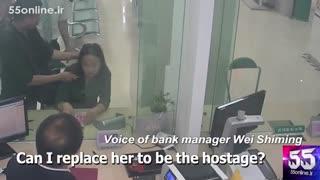 از خودگذشتگی رئیس بانک مقابل سارق برای نجات یک زن