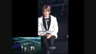 Baekhyun reaction to other groups