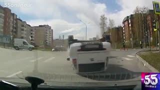 چپ کردن اتومبیل بعد از عبور از چراغ قرمز
