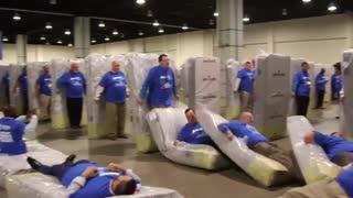 رکورد گینس بزرگترین دومینوی انسانی جهان