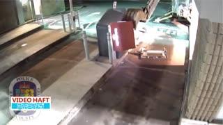 حمله به عابر بانک با تراکتور و بیل مکانیکی!