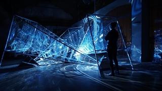 شبیه سازی زیبای فضای کریستالی با نور