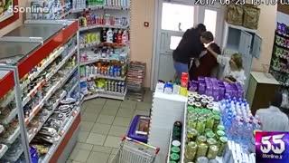 وقتی یک زن جلوی سرقت را میگیرد !
