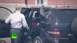 ماشین سواری ولادمیر پوتین و دوست دختر جدیدش با لباس قرمز لو رفت .