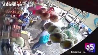 حمله عوامل سدمعبر شهرداری به بساط یک میوهفروشی