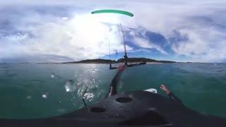ویدیوی 360 درجه از تجربه موج سواری در رودخانه