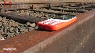 تست کردن  گوشی Nokia 3310 2017 روی ریل قطار