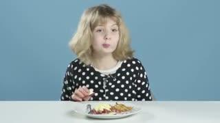 بچه های آمریکایی صبحانه های سراسر جهان رو امتحان میکنند!