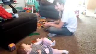 حرف زدن خواهر کوچیک با برادر بزرگ
