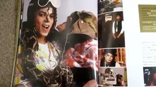 """انباکسینگ مجموعه """"ویژن مایکل جکسون"""" کلکسیون جعبهای شامل ۴۲ موزیک ویدیو از مایکل جکسون."""