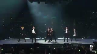 "GOT7 ""Never Ever' KCON17LA اجرای فوق العاده دیروز -نور اور-گات سون و اجرای ویژه و محشر یوگیوم در ابتدا  :) × فرش قرمز ×هدفون"