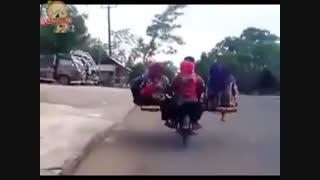 مسافرکشی عجیب با موتور
