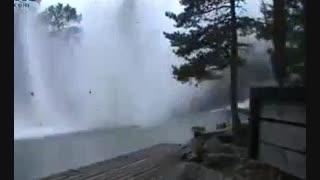 برخورد صاعقه با رودخانه