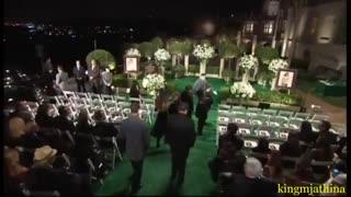هفتاد روز پس از مرگ مایکل جکسون، پیکر او در مراسمی ساده و خصوصی در آرامگاهی محافظت شده به خاک سپرده شد. 3 سپتامبر 2009