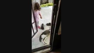 بچه های ناز.... آنیسا دختر خوشکل من و دوست دار حیوانات...
