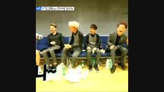 خنده های کای خیلی خوبه عادم خنده اش میگیره :)))) exo-kai-اکسو-جونگین