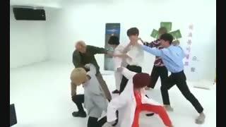 BTS یه تیکه باحال از رقص آهنگ DNA