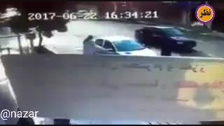 احوال پرسی دو شهروند در وسط خیابان که حادثه آفرین شد