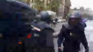 رفتار به جا و درست شهربانان اسپانیا با جداییخواهان